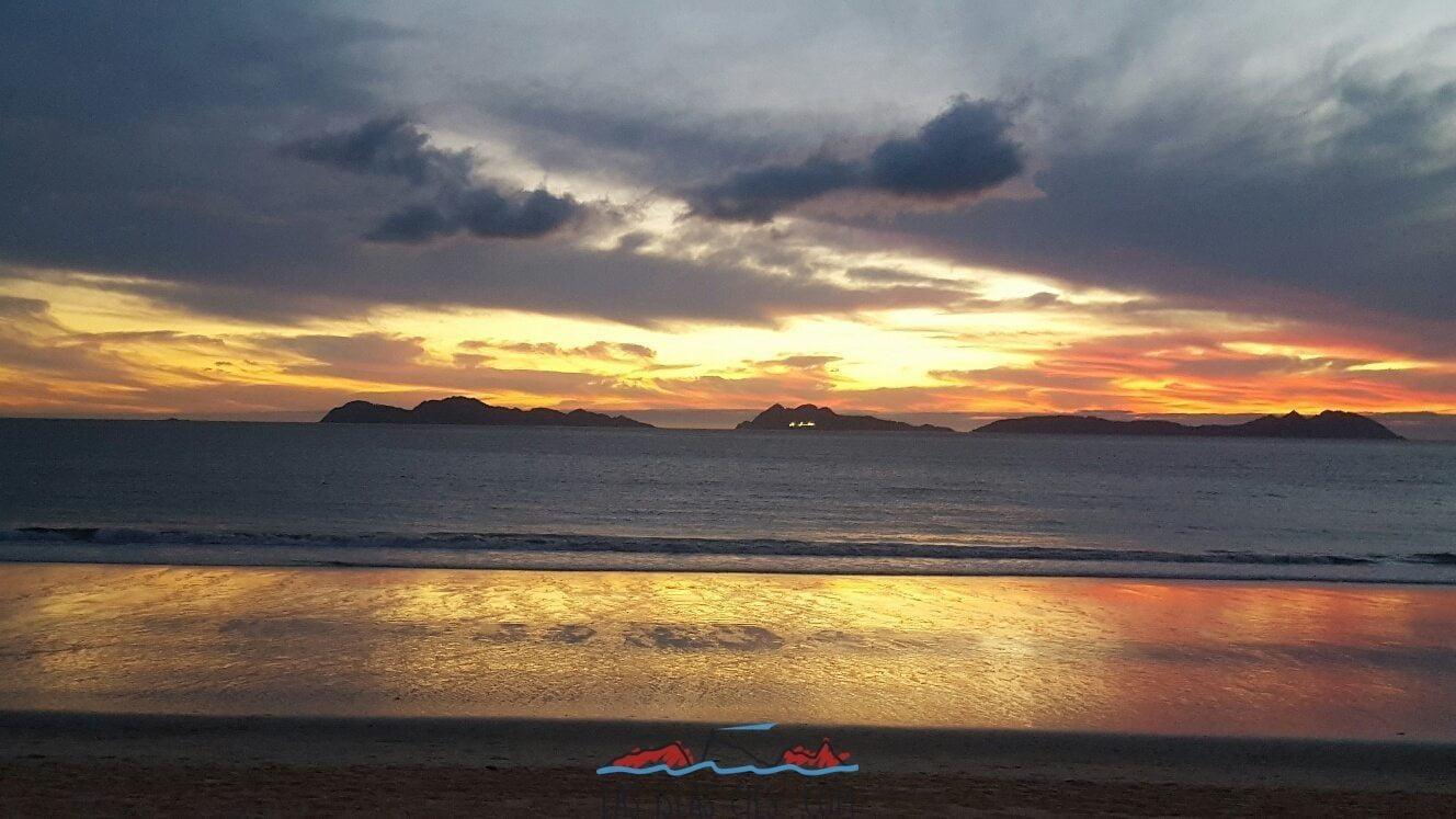 Atardecer en las Cíes desde una playa cercana Abril 2016